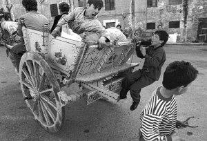 Bagheria. Ragazzi sul carretto siciliano