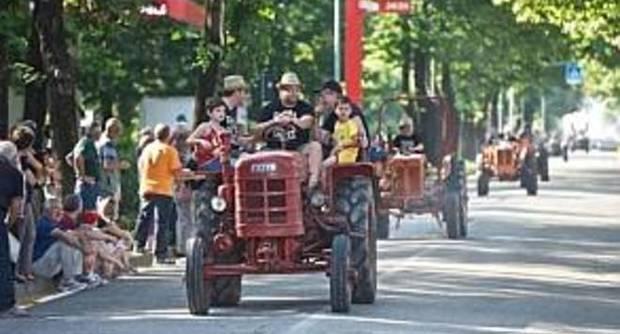 trattori in marcia