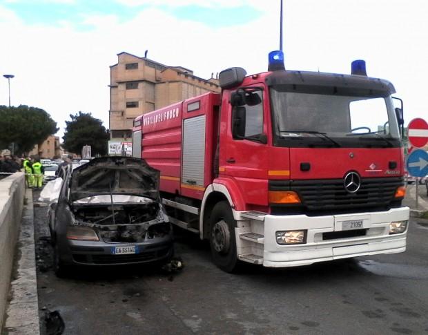 villabate Si-fa-fuoco-in-auto-1-620x485